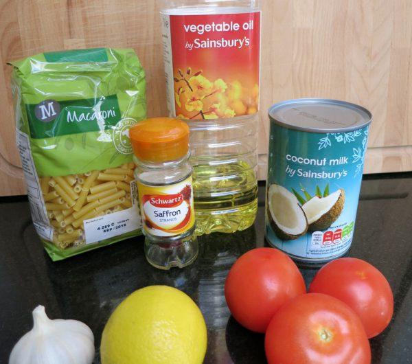 Zutaten für Pasta mit Safran-Tomaten-Kokosmilch