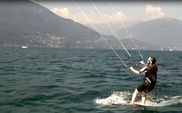 Mama beim Kitesurfen