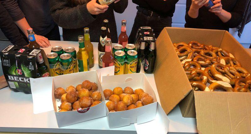 Bier, Brezeln und Quarkbällchen in London