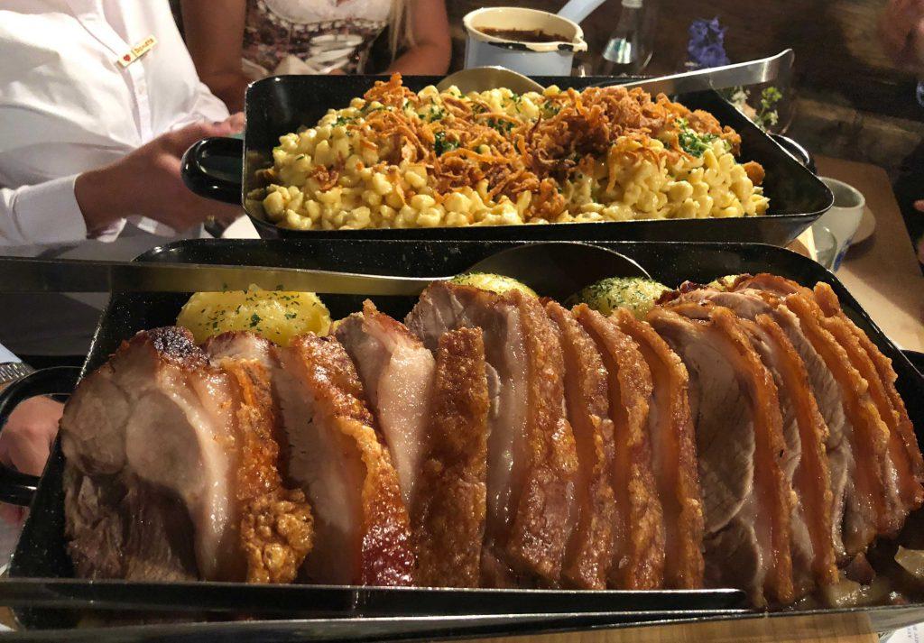 Schweinebraten und Käsespätzle