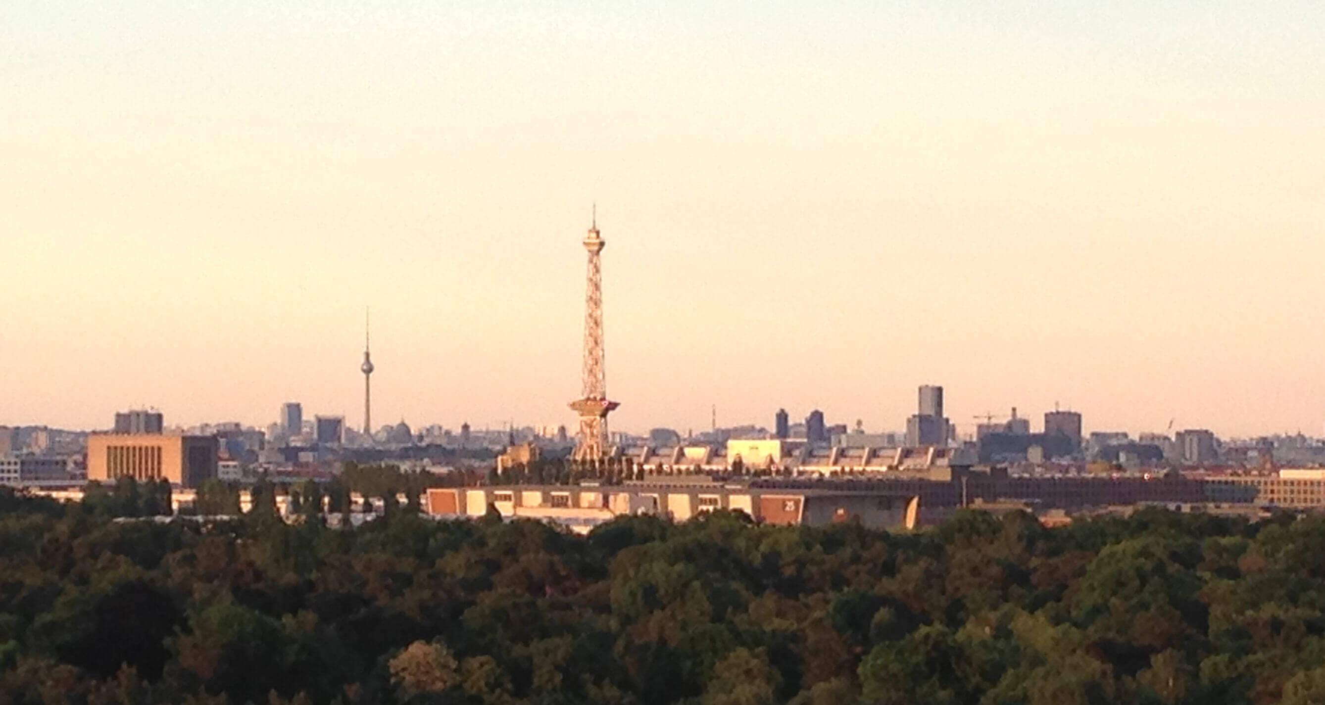 Berliner City vom Teufelsberg fotografiert